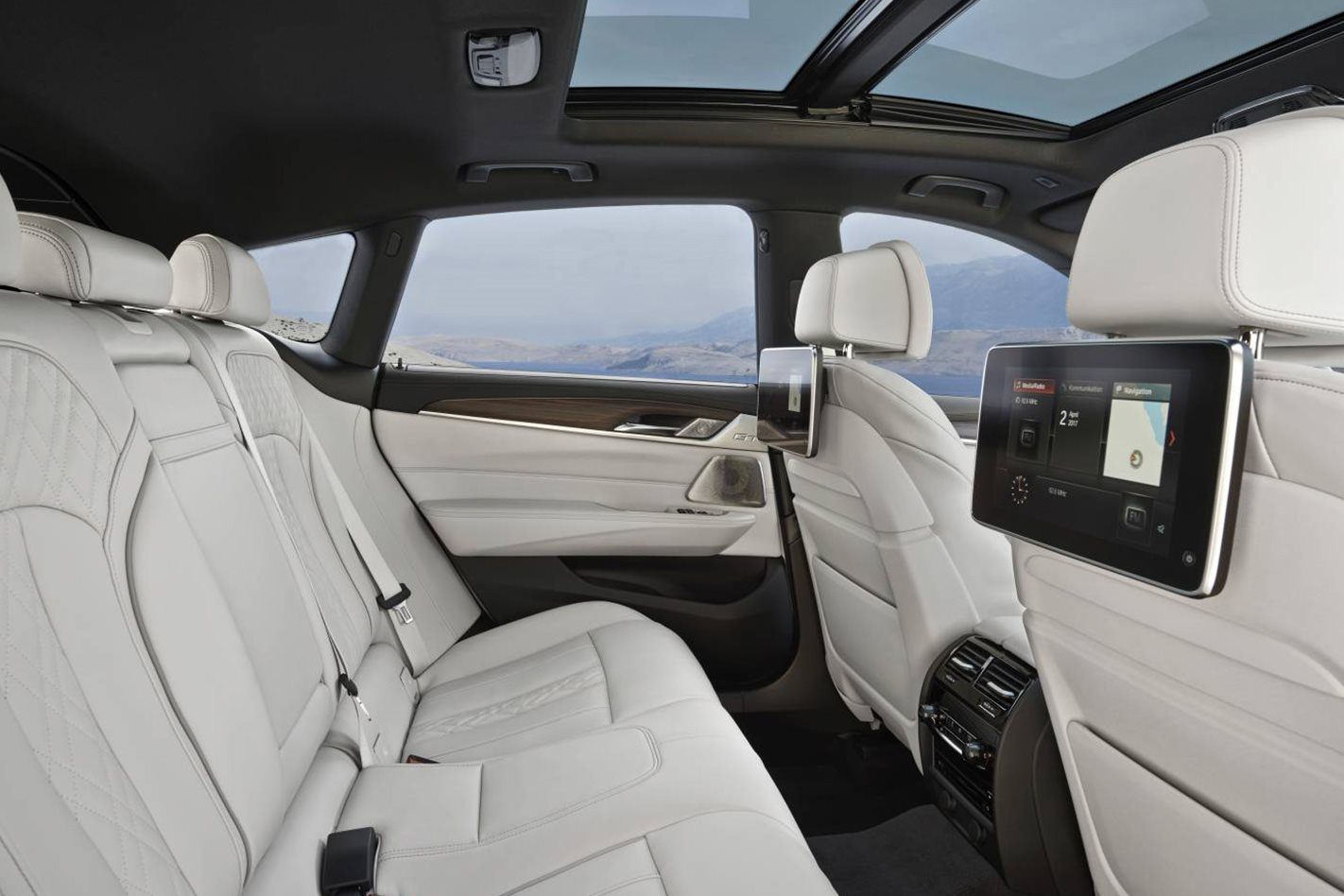 2017-BMW-6-Series-Gran-Turismo-rear-seats.jpg