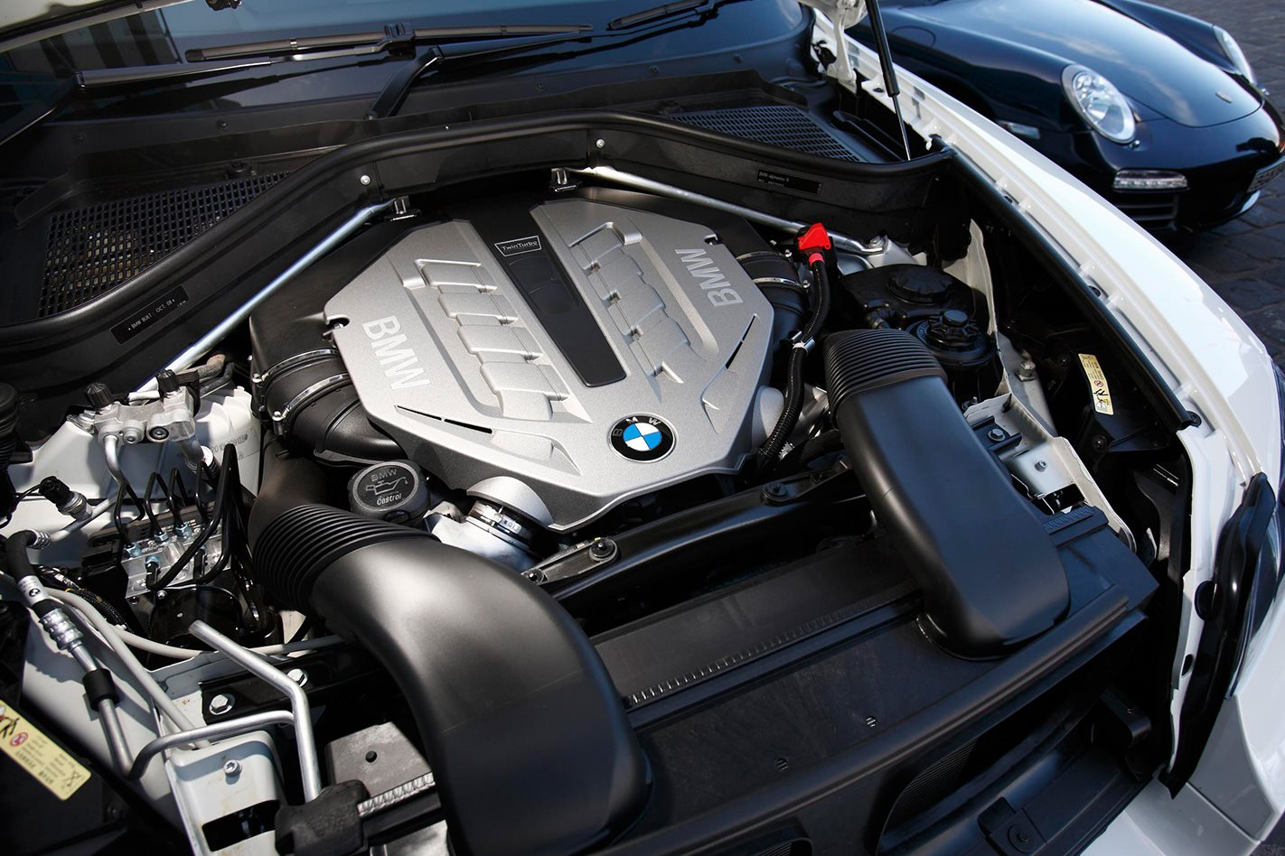 BMW-X6-engine.jpg