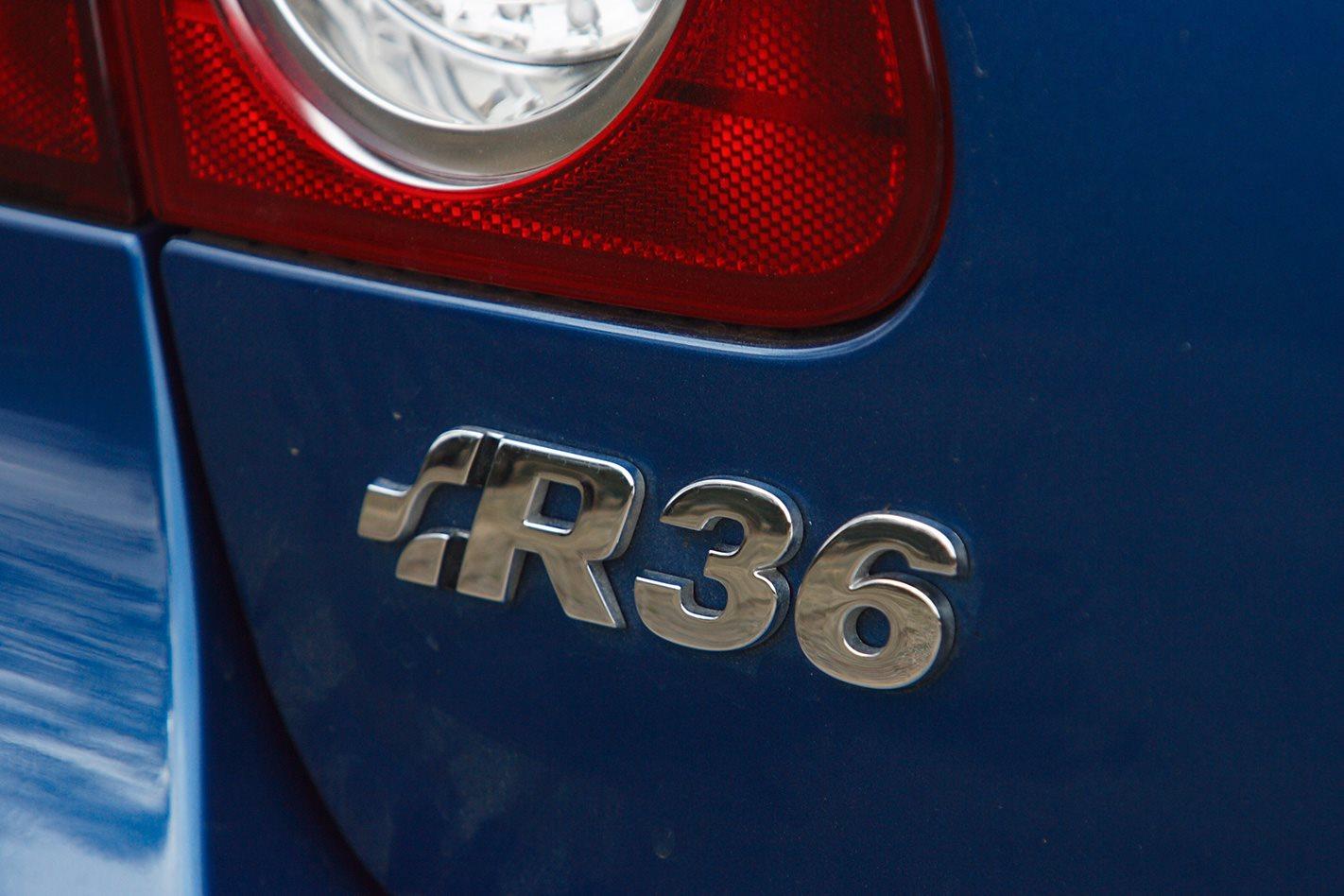 2008-Volkswagen-Passat-R36 badge