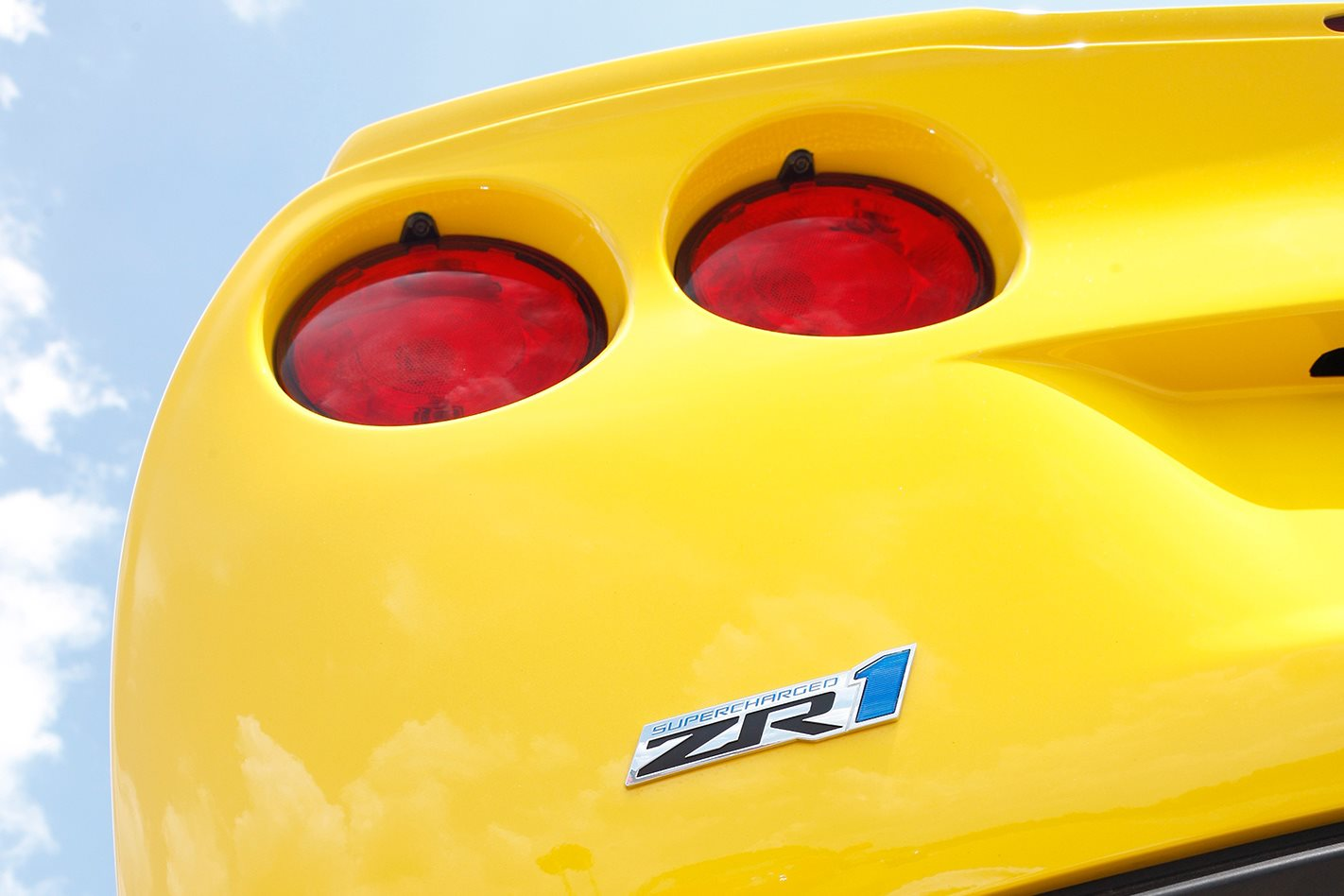 2009-Chevrolet-Corvette-ZR1-badge.jpg