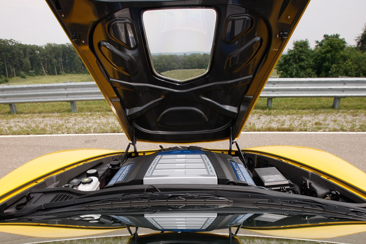 2009-Chevrolet-Corvette-ZR1-bonnet.jpg