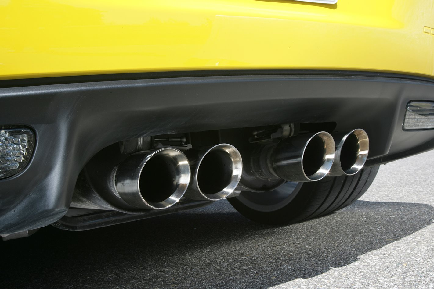 2009-Chevrolet-Corvette-ZR1-exhaust.jpg