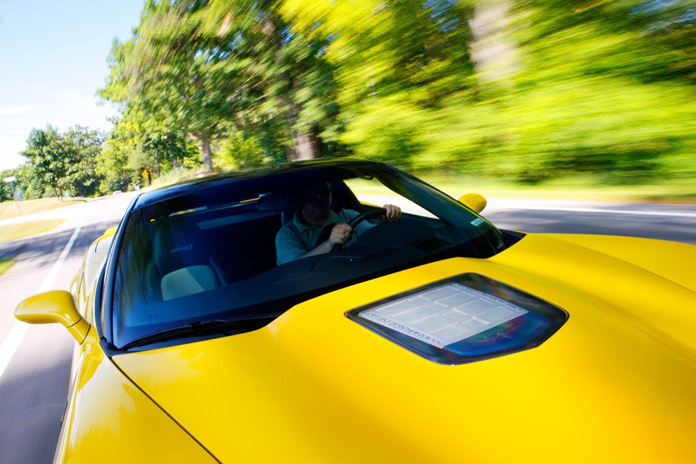 2009-Chevrolet-Corvette-ZR1-front-bonnet.jpg