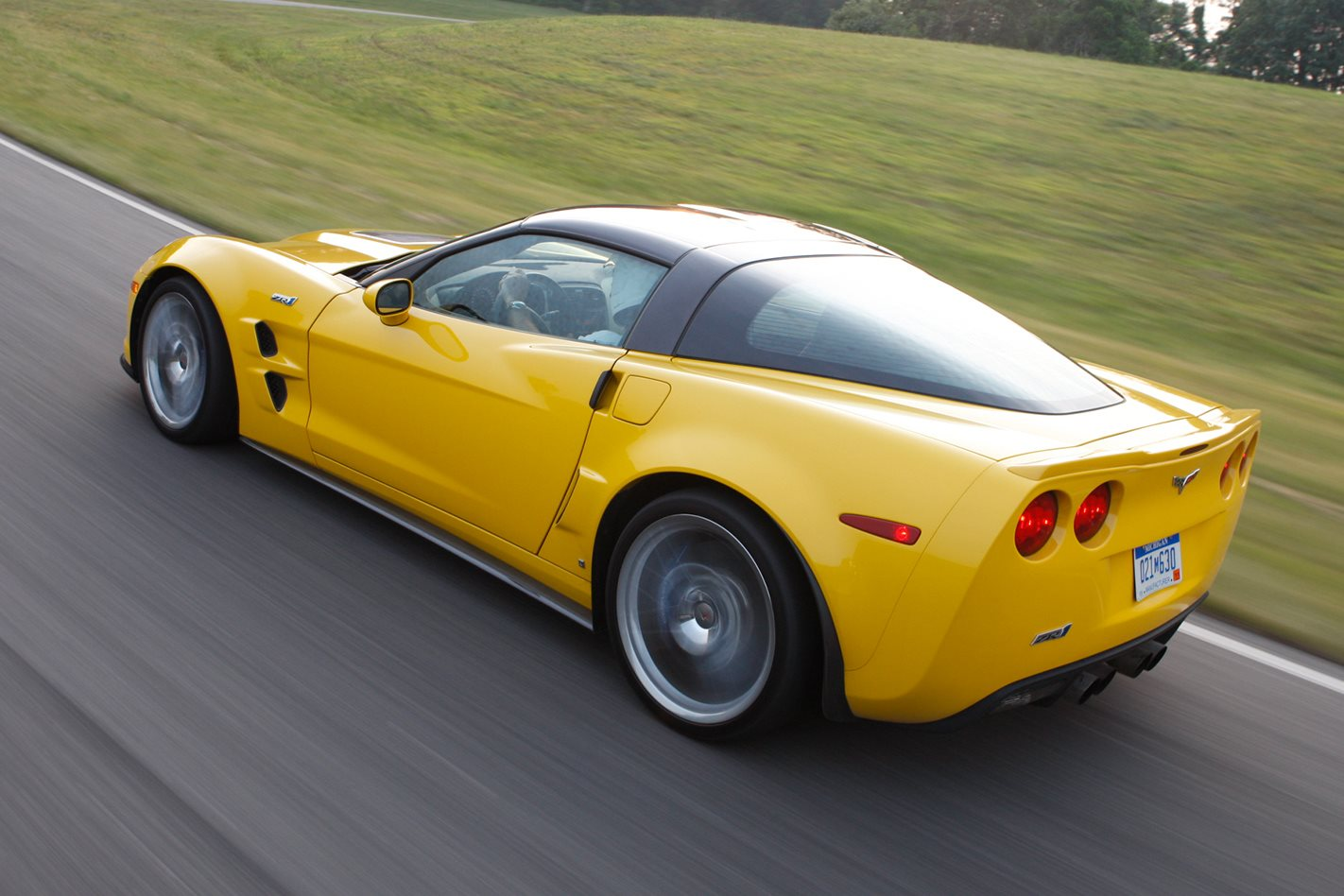 2009-Chevrolet-Corvette-ZR1-rear.jpg