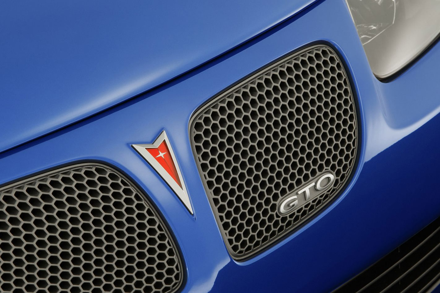 2004-Pontiac-GTO-front-grille.jpg