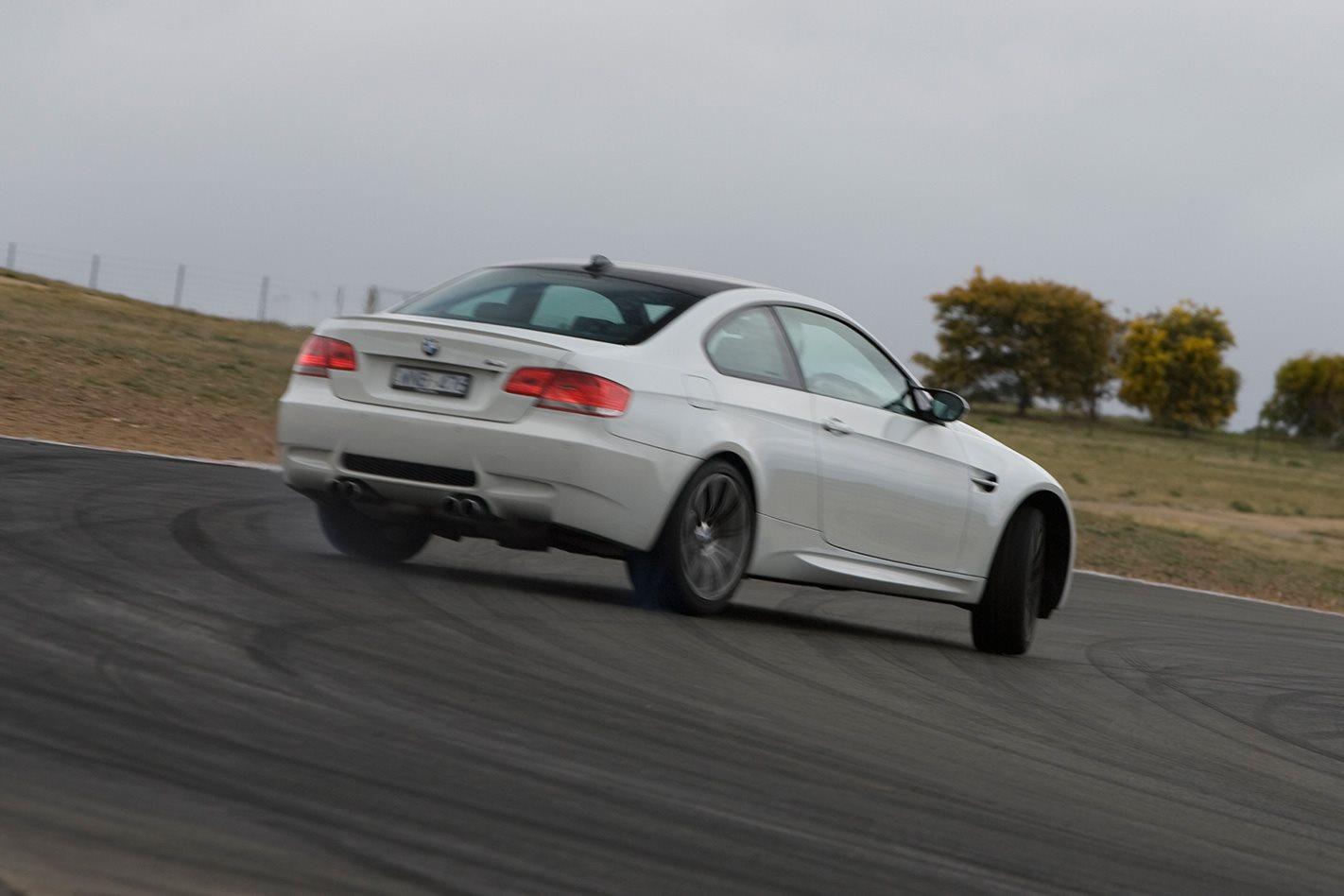 2008-BMW-M3-M-DCT-steering.jpg