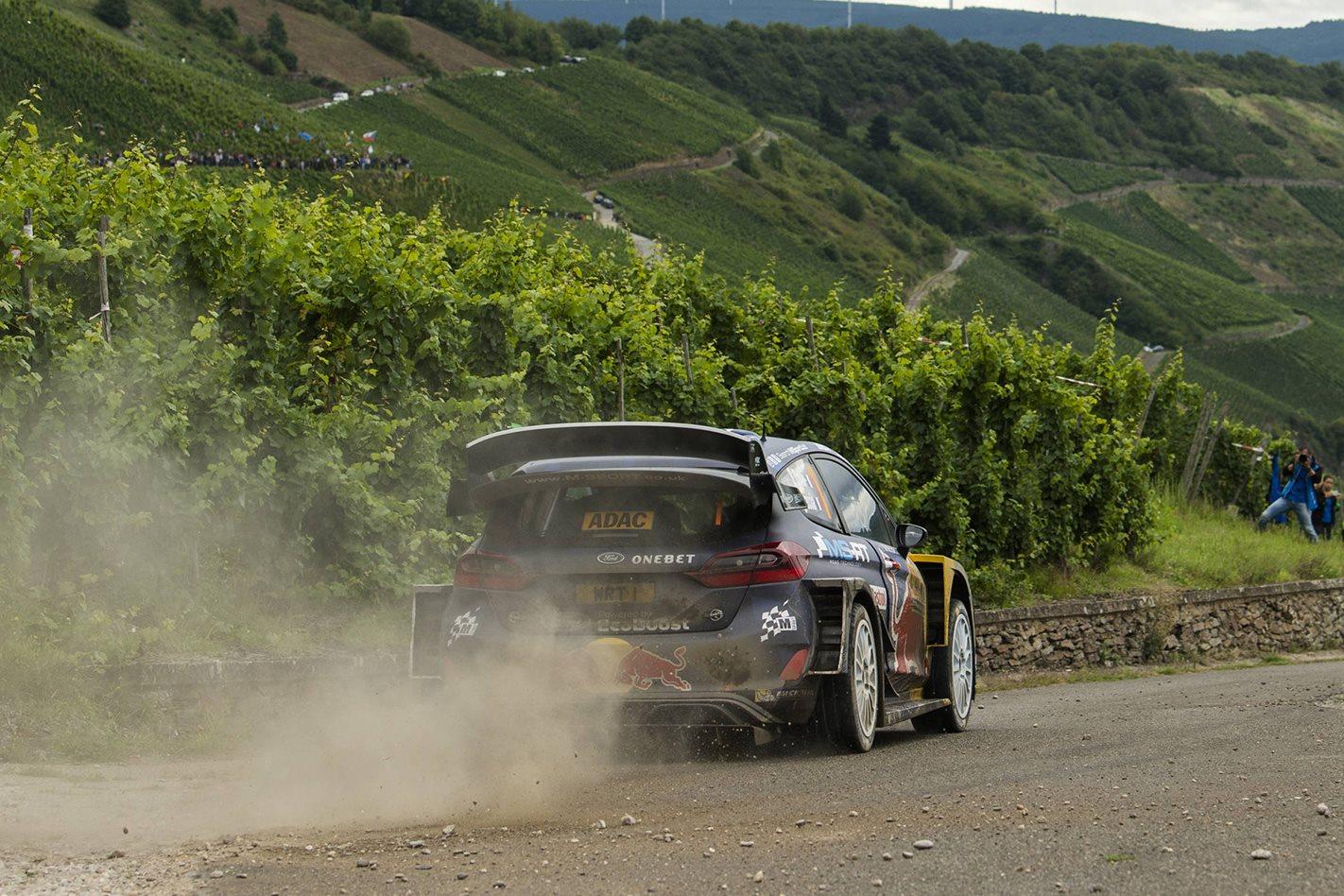 2015-Ford-Fiesta-ST-rally-rear.jpg