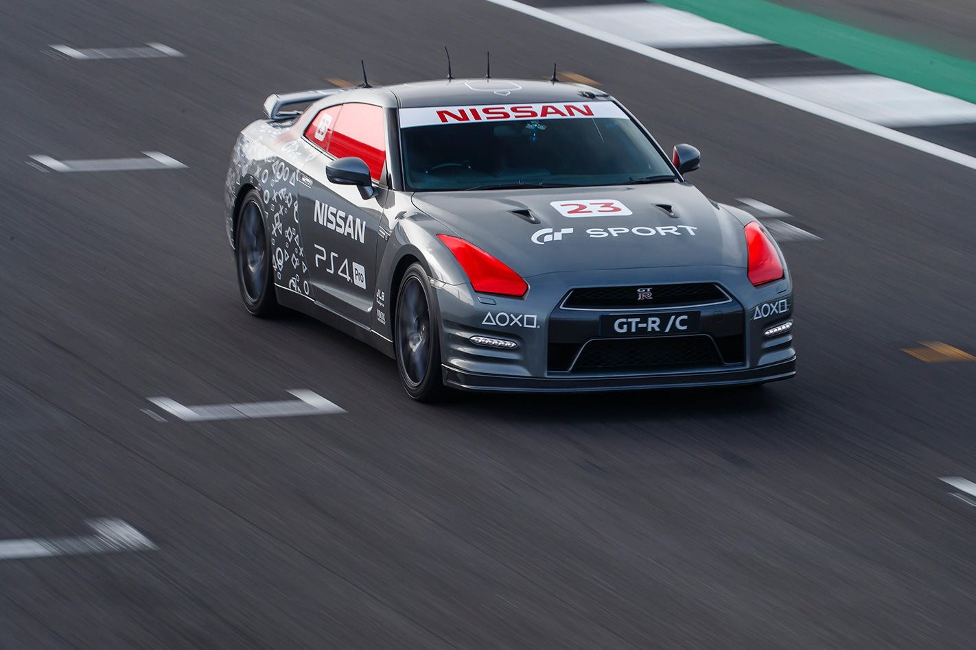 Nissan Raced A GT-R Around A Track At 210KM/H, Using A PS4 Controller