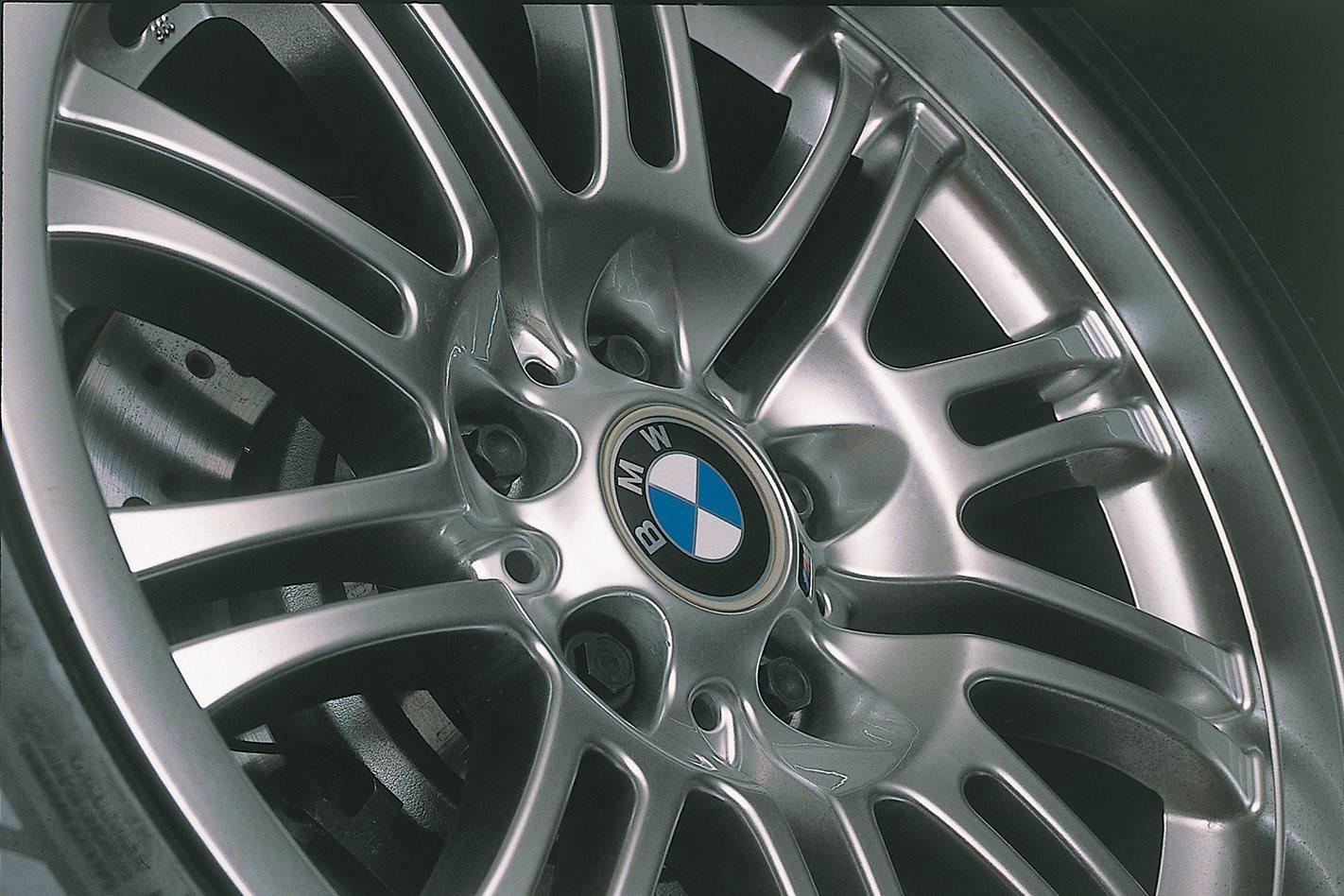 2002-BMW-E46-M3-HUBCAP.jpg