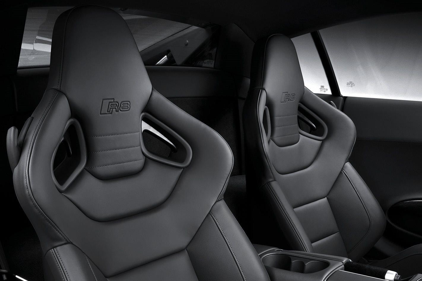 2013-Audi-R8-V10-Plus-seats.jpg