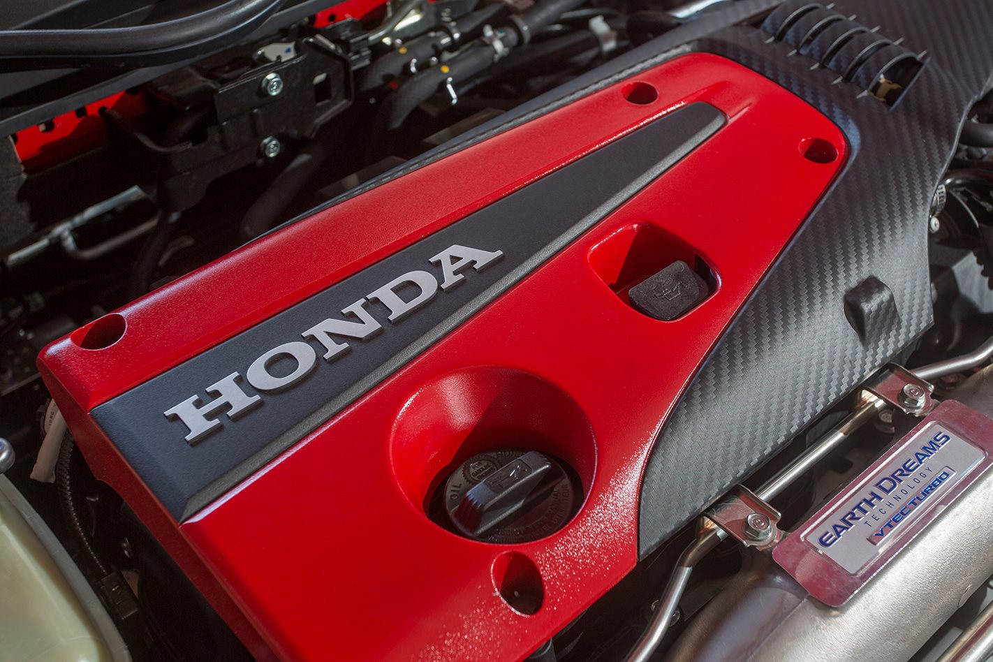 2017-Honda-Civic-Type-R-engine.jpg