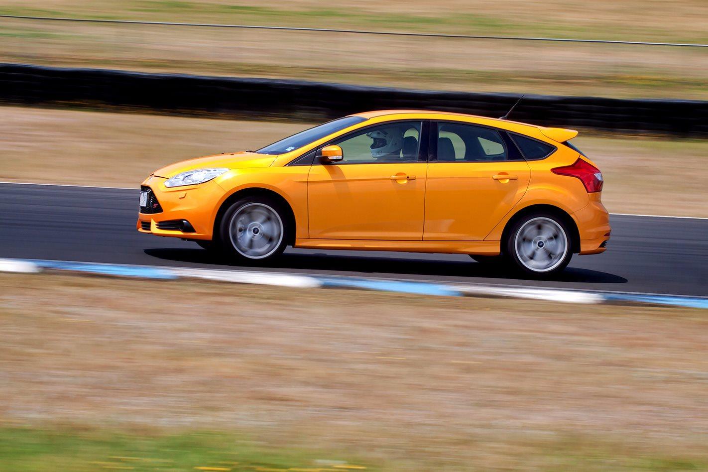 2013-Ford-Focus-ST-drive.jpg