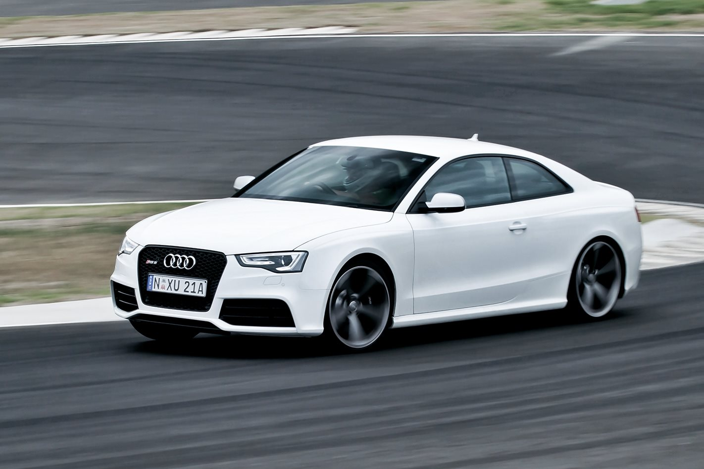 2012-Audi-RS5-front.jpg