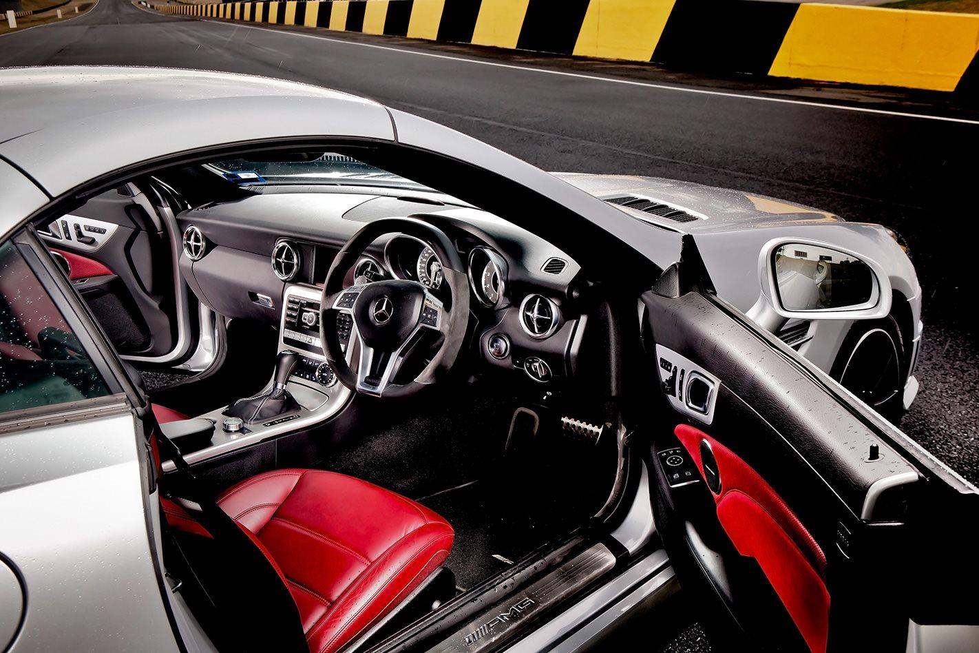 2012-Mercedes-Benz-SLK-55-AMG-interior.jpg