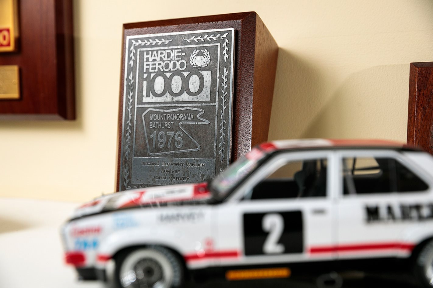 Bathurst 100 trophy 1976.jpg