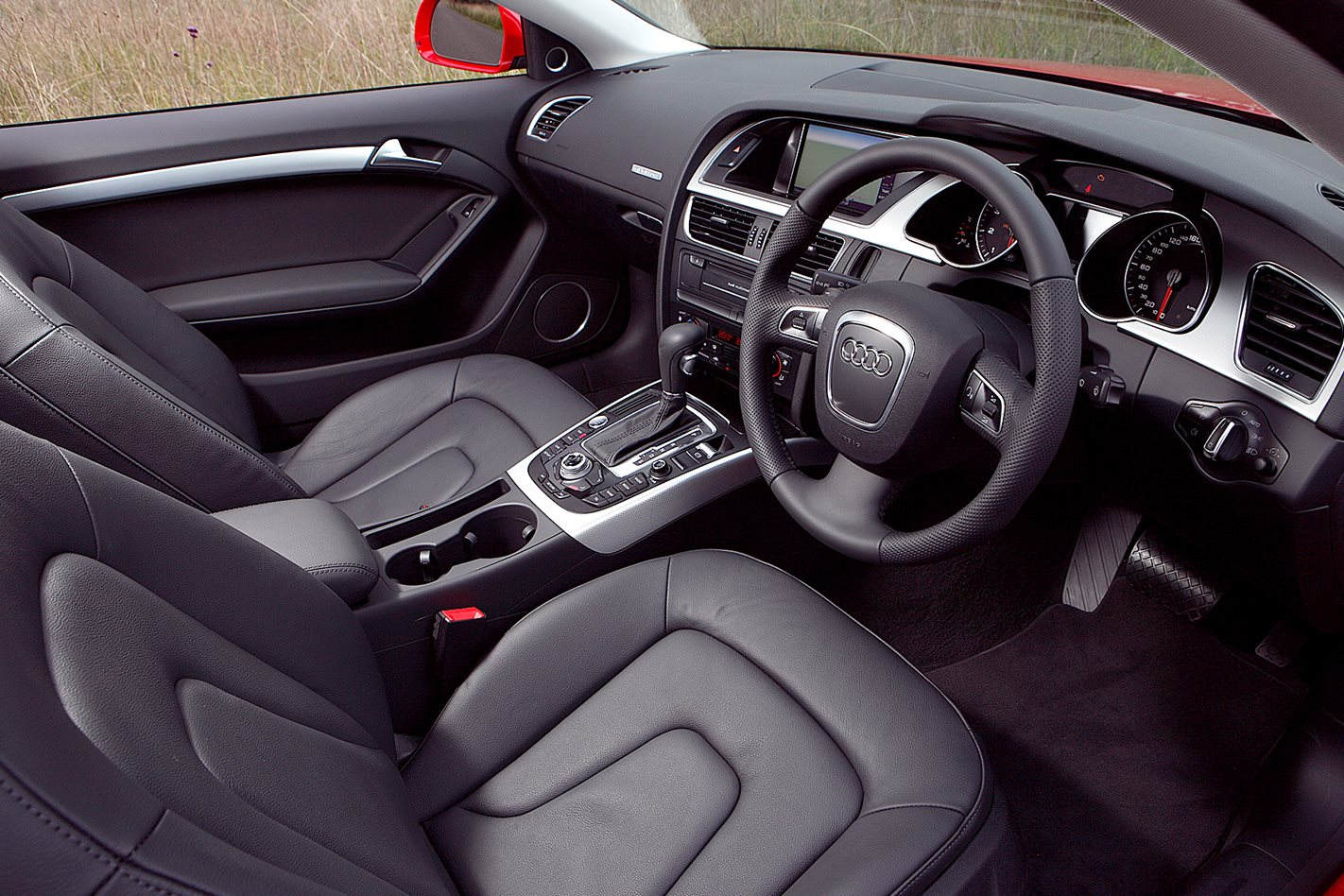 2009-Audi-A5-2.0T-quattro-interior.jpg