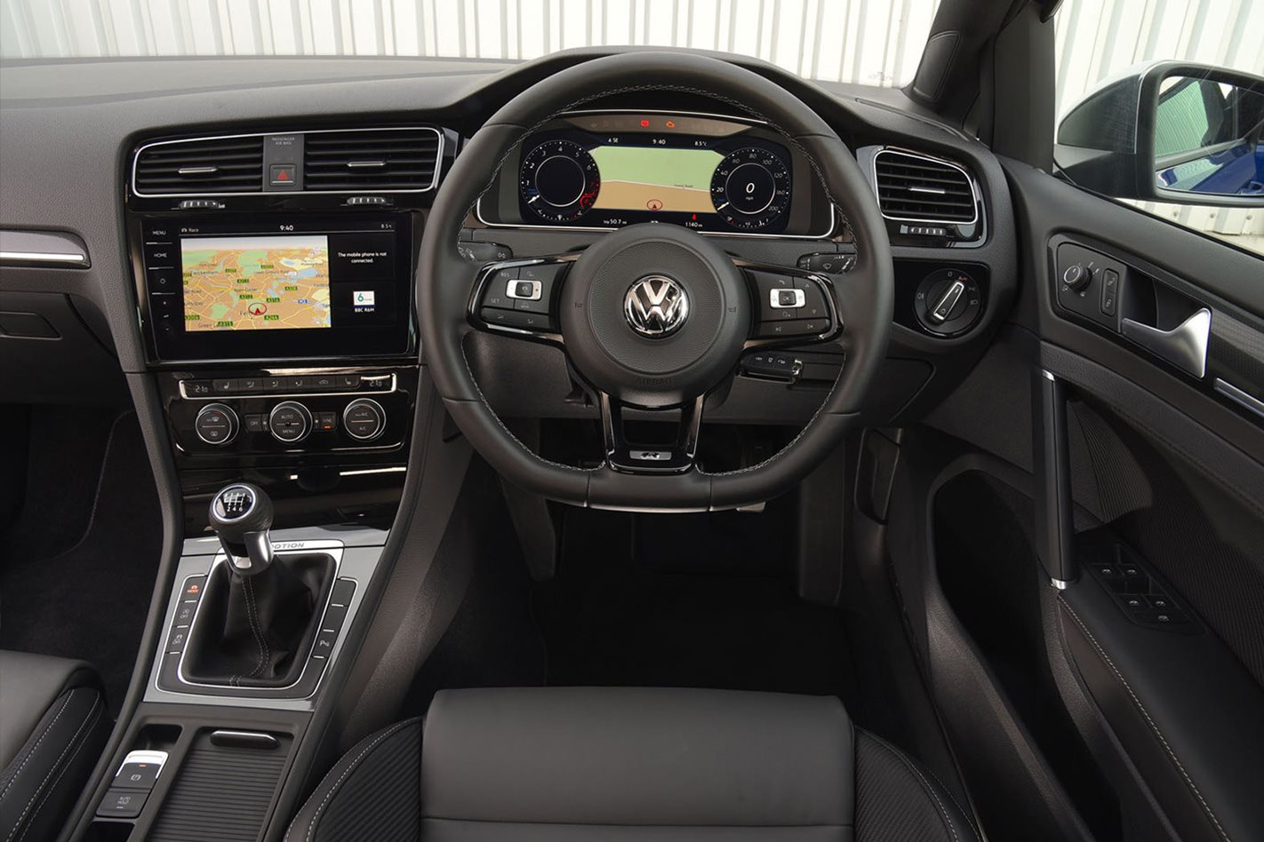 2017-Volkswagen-Golf-R-manual-steering-wheel.jpg