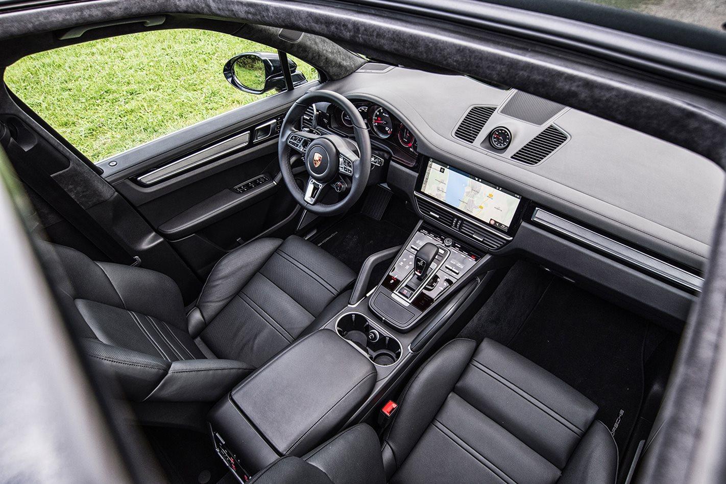 2018-Porsche-Cayenne-Turbo-cabin.jpg