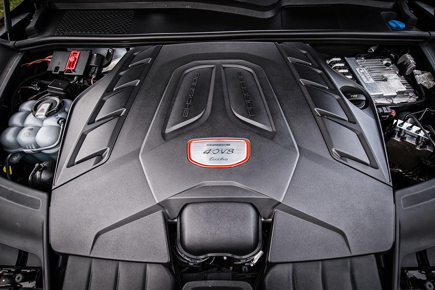 2018-Porsche-Cayenne-Turbo-engine.jpg