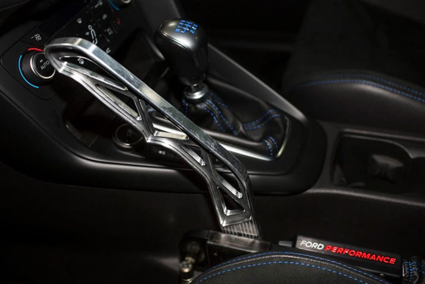 Ford-Focus-RS-gearstick.jpg