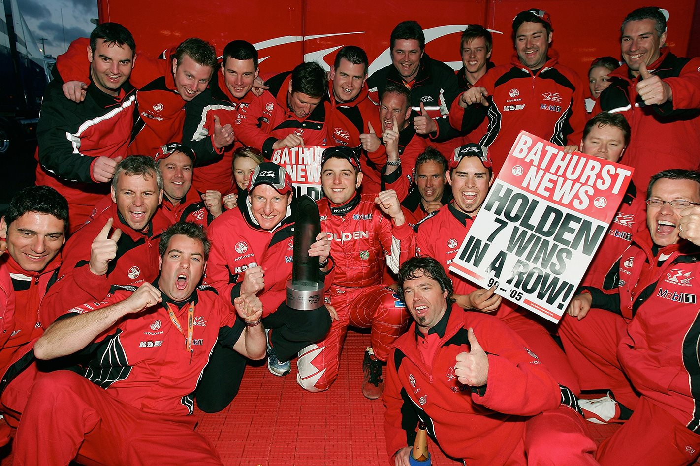 Holden-Racing-wins-Bathurst-7-wins-in-a-row.jpg