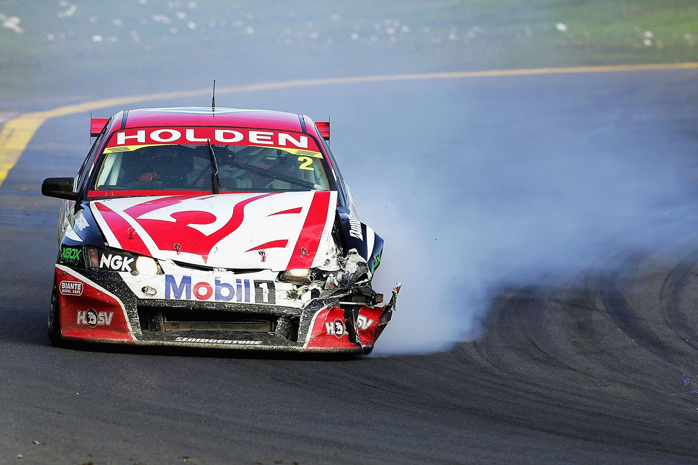 Mark-Skaife-crashed-HSV-VE-Commodore.jpg