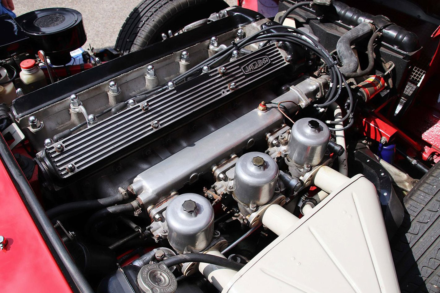 1970-Jaguar-E-type-42-Series-2-roadster-engine.jpg