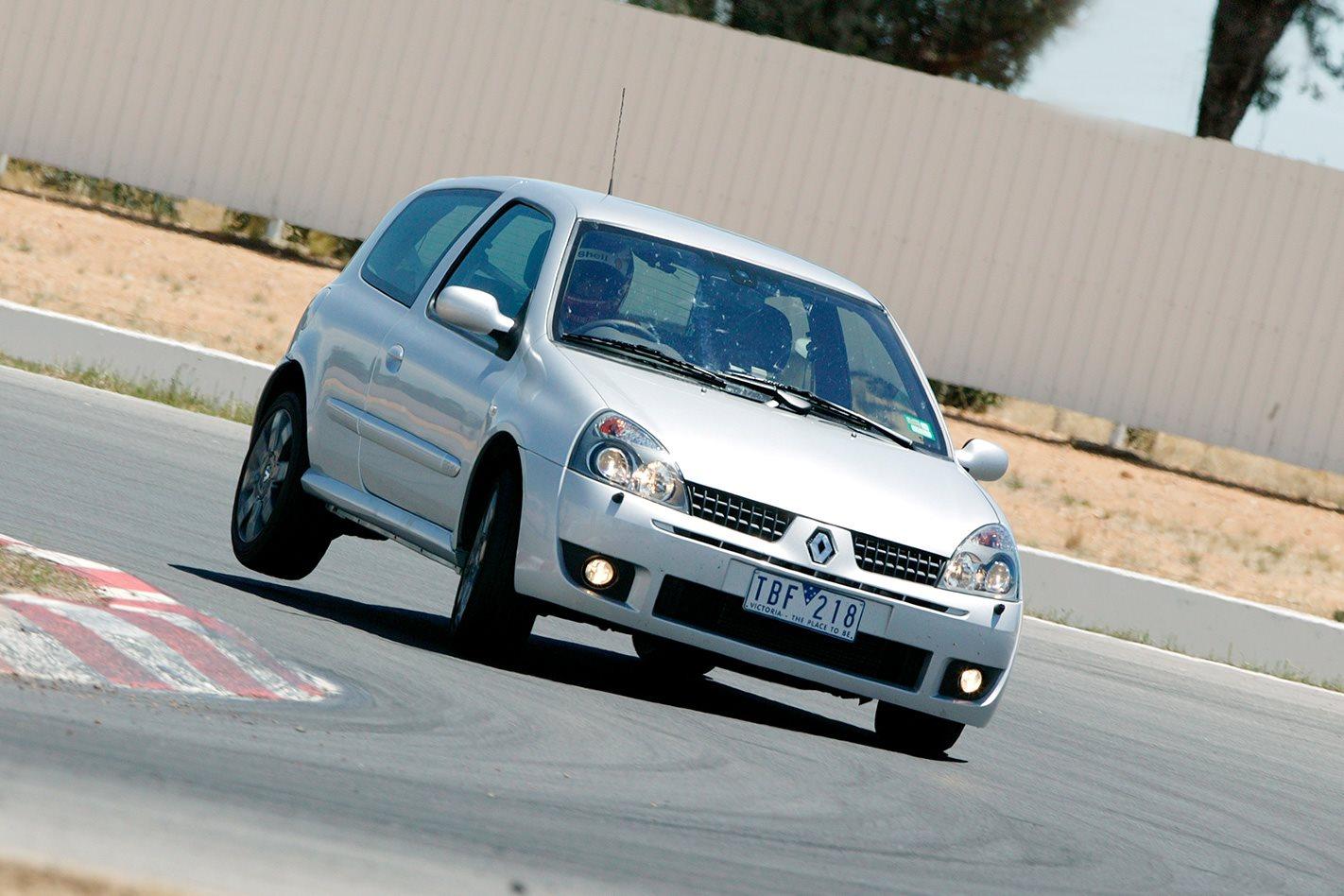 2005-Renault-Sport-Clio-Cup-front.jpg