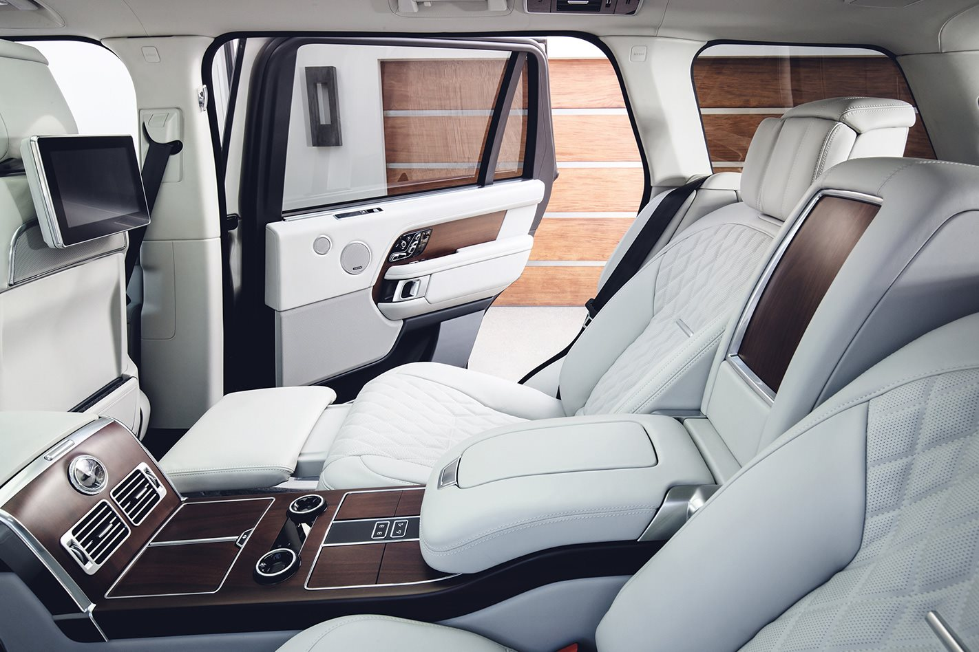 Range Rover Autobiography debuts with PHEV option, LWB only