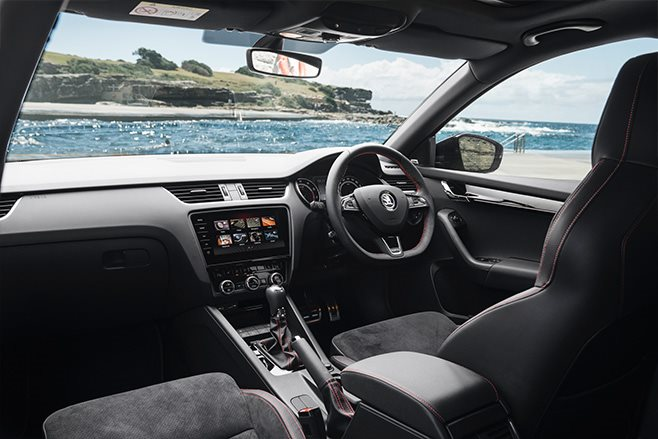 Skoda-Octavia-RS245-Wagon-interior