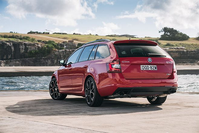 Skoda-Octavia-RS245-Wagon-red-rear