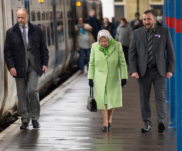 Hery Majesty's winter break in Sandringham is over. The 90-year-old has returned to London live in the most humble way, by catching the train! The beloved monarch was spotted boarding a train in Norfolk bound for London.