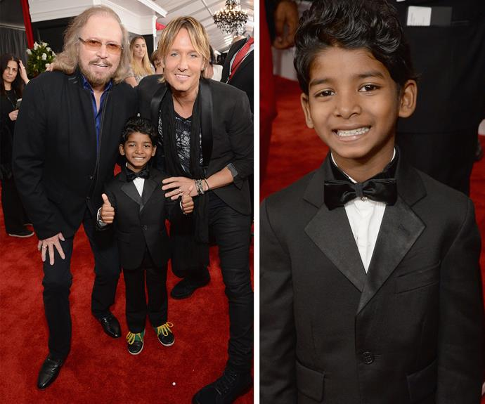 Sunny Pawar TOTALLY slayed the red carpet with that cheeky smile while hanging out with Barry Gibb and Keith Urban.