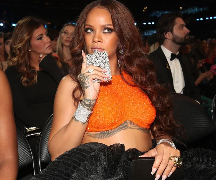 How does one deal with an award ceremony... According to our favourite gal Rihanna, a casual flask!
