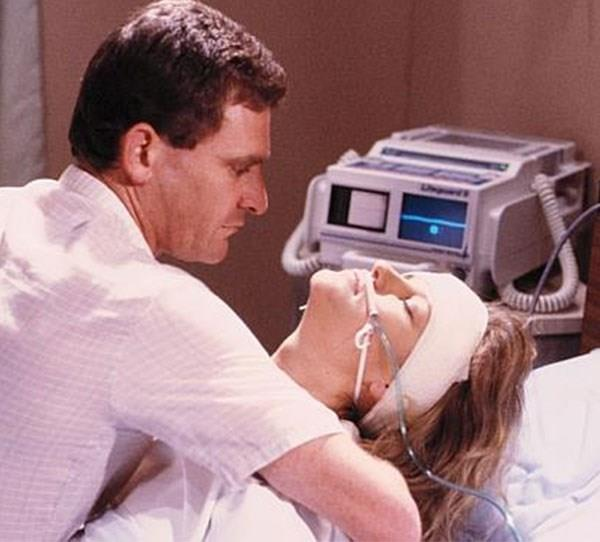 **Daphne (Elaine Smith) on *Neighbours* (1988)** The first major death on *Neighbours*, Daphne's passing was a real tearjerker. She was hit by a car on the way to her father's funeral. In a coma, she regained consciousness long enough to tell Des (Paul Keane) that she loved him. Then she was gone.