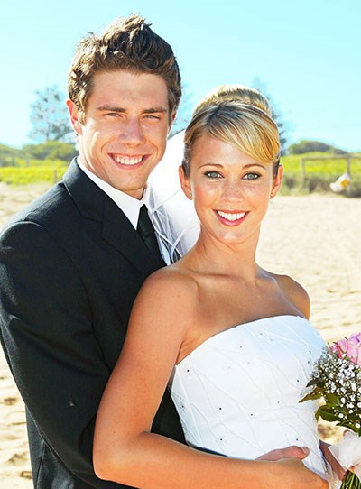 "**Noah & Hayley**  Accompanied by the ghost of her late father, Hayley walked down the aisle to marry Noah.  The beachside Summer Bay ceremony took place underneath a white canopy. ""May I speak to you with my eyes, may I listen to you with my heart,"" the two said in their touching vows.  Noah (Beau Brady) and Hayley (Bec Hewitt) then celebrated a joint wedding reception with Kane (Sam Atwell) and Kirsty (Christie Hayes), who had renewed their vows."