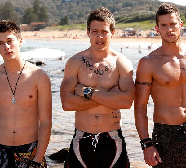 """**The Braxtons**  <br><br> What's the one thing that's better than a Summer Bay bad boy? Three of them! The Braxtons, known as the River Boys to the locals, were inspired by the real-life Bra Boys.  <br><br> Darryl """"Brax"""" Braxton ([Steve Peacocke](https://www.nowtolove.com.au/celebrity/celeb-news/stephen-peacocke-what-its-like-living-in-hollywood-45093