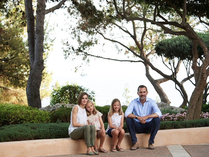 On the topic of stunning family photos, Queen Letizia and King Felipe VI of Spain with their daughters Princess Leonor and Sofia make us want to jet to Mallorca, ASAP.