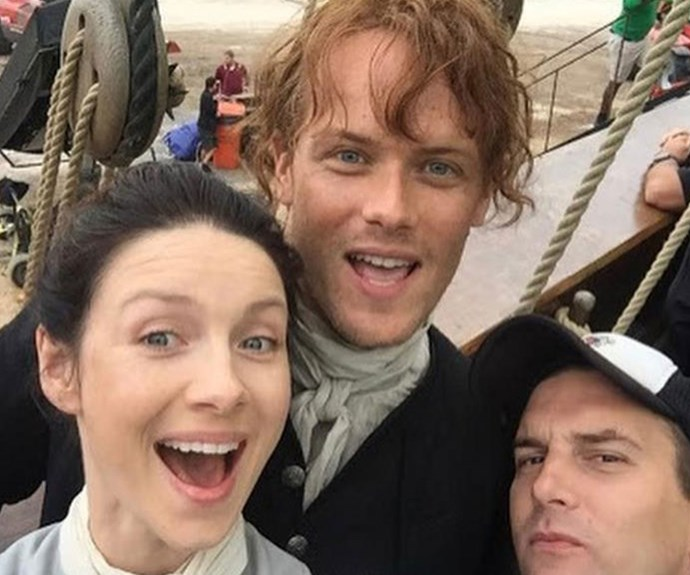 Caitriona snaps a cast and crew selfie on set.