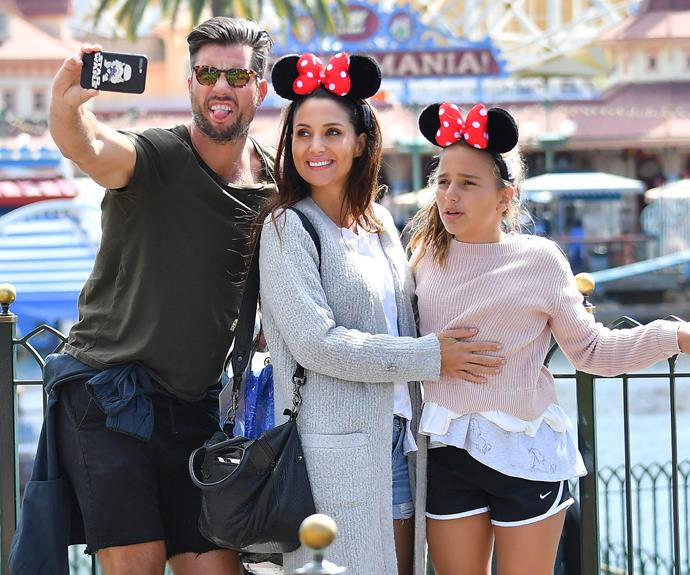 Now, that's a winning family selfie!