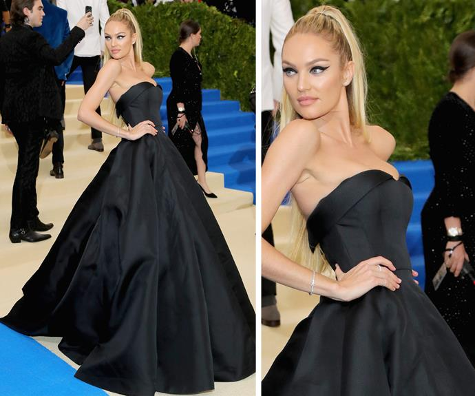 It's no secret that model Candice Swanepoel looks simply stunning in this classic black strapless gown.