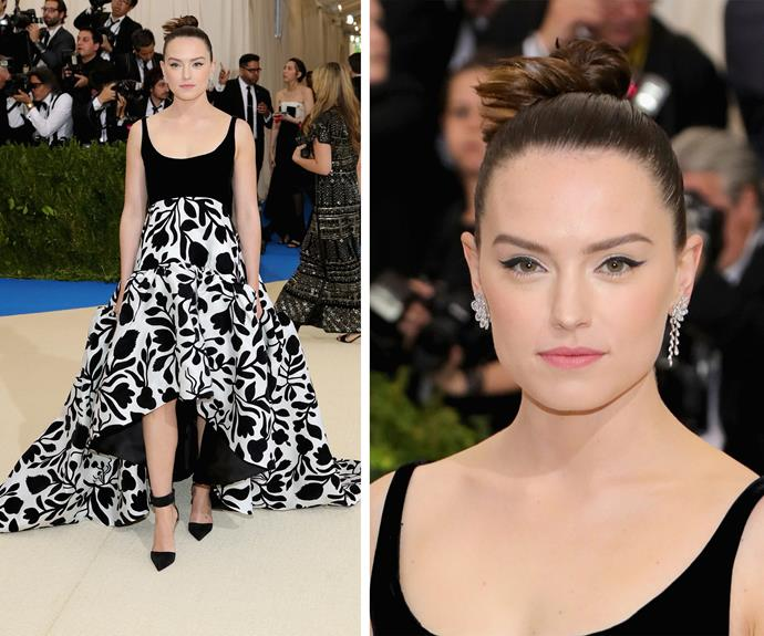 W'ere living for Daisy Ridley's ballerina-inspired up do.