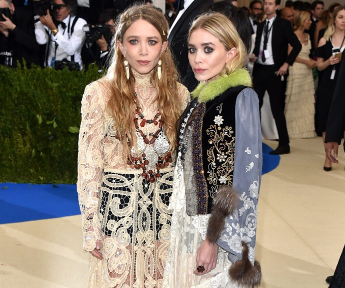 The Olsen Twins out Olsen Twin themselves! We are living for this glorious aesthetic, thank you Mary-Kate and Ashley.
