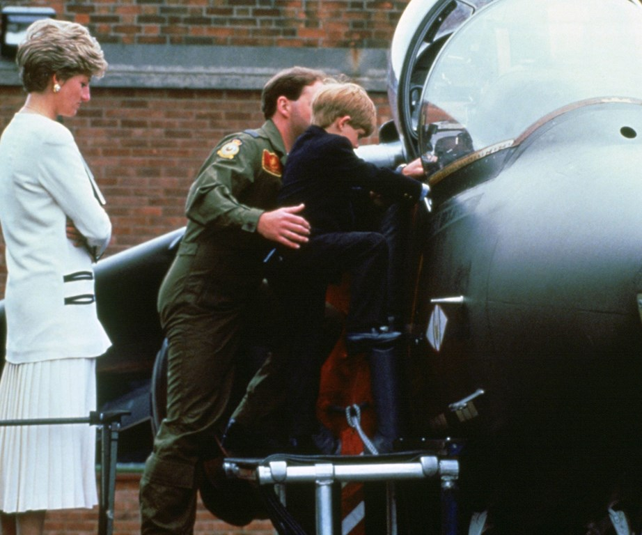 Prince Harry was delighted when his mum took him to the Royal Airforce back in 1991.