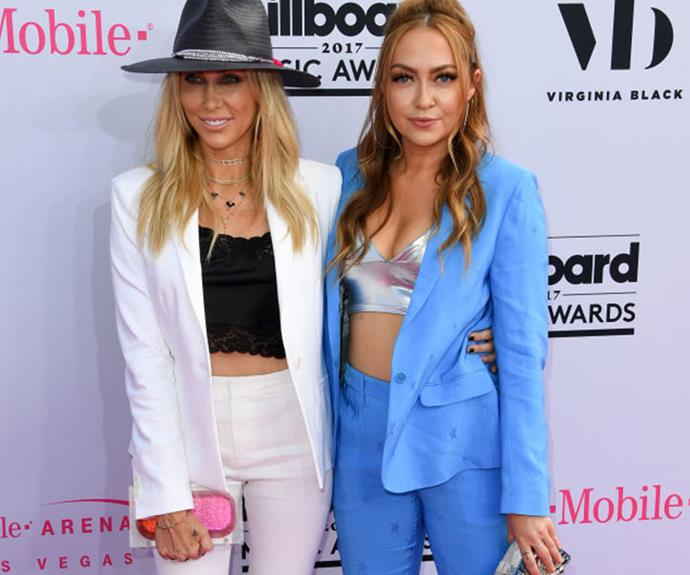 Tish and Brandi Cyrus have a mother-daughter moment on the red carpet.