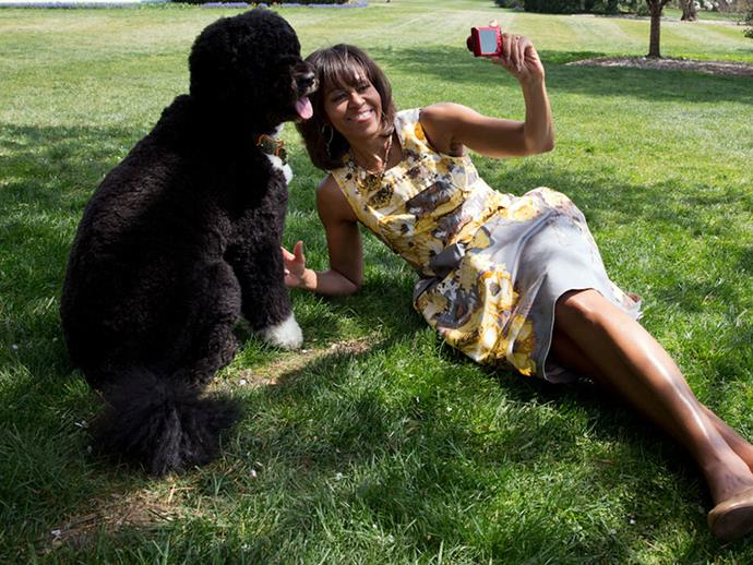 Michelle and Bo Obama snap a selfie