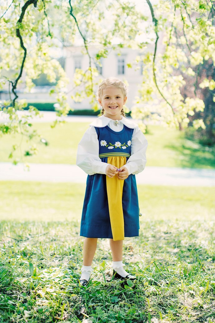 Midsummer is centered around the summer solstice, which is the longest day of the year. Here, Princess Estelle is wearing a traditional dress in Swedish colours - the perfect way to celebrate the national holiday!