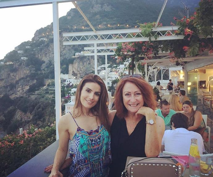We LOVE this shot of Lynne and Ada. Talk about #HolidayGoals!
