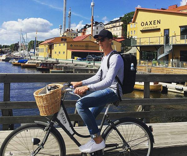 When your houseboat hotel comes with complimentary bikes, it would be rude not to make the most of them!
