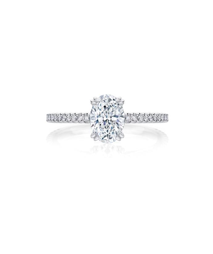 It's set with a stunning 1.30ct oval diamond.